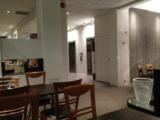 Clarion Collection Hotel Skagen Brygge:                                     warm and cosy restaurant