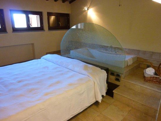 Vogue Hotel Arezzo:                   Leopardi room tub behind the headboard