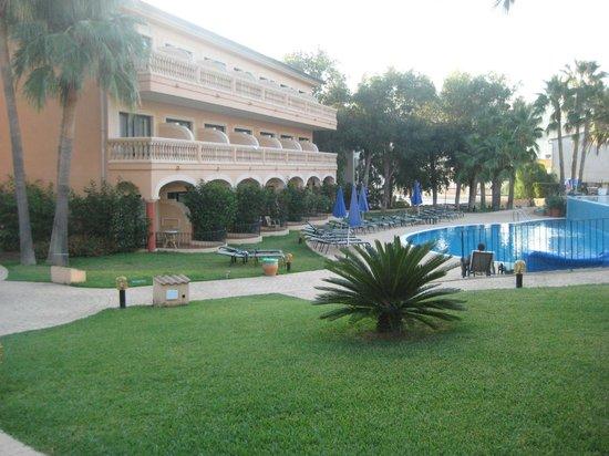 مون بورت هوتل آند سبا:                                     Accommodation block near pool                             