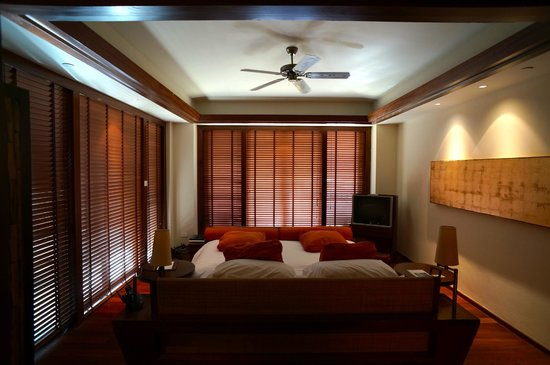 Centara Grand Beach Resort & Villas Krabi: The room completely closes up for privacy and sleep