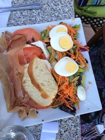 Epicure Gourmet Cafe: salad