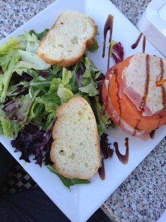 Epicure Gourmet Cafe: tuna stuck salad