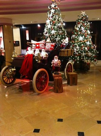 Pullman Bucharest World Trade Center:                   the reception in december, was always a welcoming site when arriving back to t