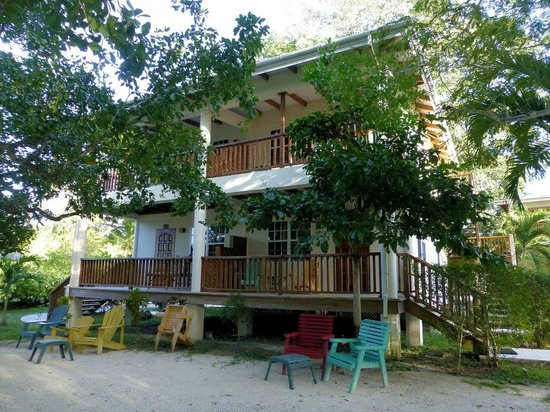 Black Orchid Resort: The balconies of Allison (A) rooms face the river...