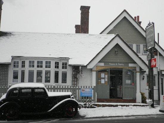 Peace and Plenty Restaurant: A snowy Peace and Plenty