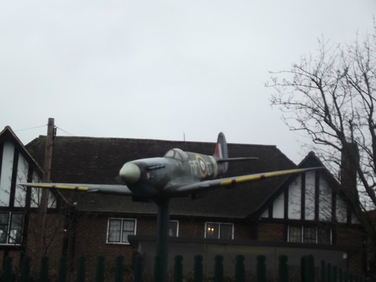 ‪‪Ruislip‬, UK:                   Memorial to Polish Spitfire Pilots outside the Orchard Restaurant
