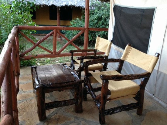 Thomas Tours & Safaris - Private Day Tours: Veranda sul retro