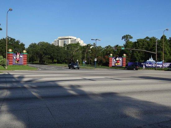 Radisson Hotel Orlando - Lake Buena Vista:                   Entrada da Disney fica a poucos passos