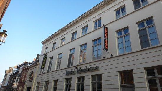 هوتل مونتانس: Hôtel  vu de la rue