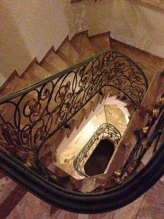 Schwarzwaldgasthof Hotel Schlossmühle:                   the stairs