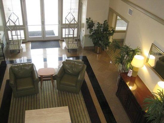 Extended Stay America - Jacksonville - Deerwood Park: Lobby area from our floor.