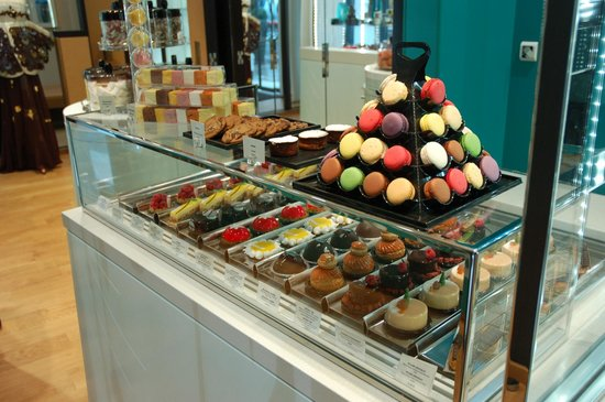 Five Seas Hotel Cannes:                   Patisserie