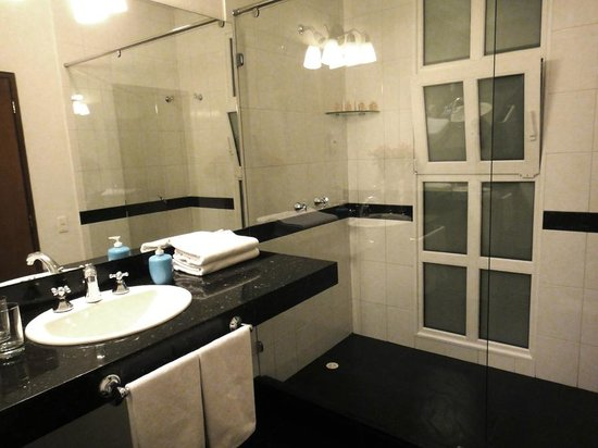 Hotel Casa Deco:                   Great bathroom!
