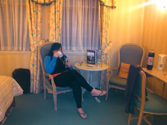 Crabwall Manor Hotel & Spa:                                     lounge corner