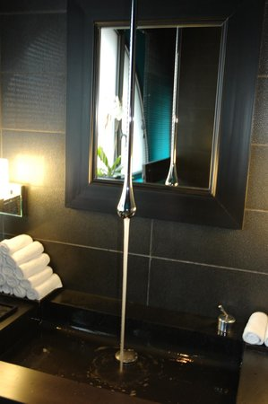 Five Seas Hotel Cannes:                   Toilettes du restaurant
