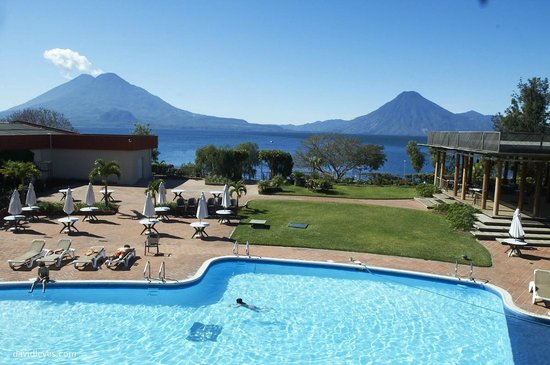 Porta Hotel Del Lago:                   view from out room of pool Volcanos and Lake Atitlán