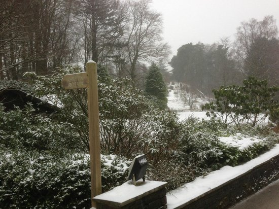 Linthwaite House:                   And the snow falls