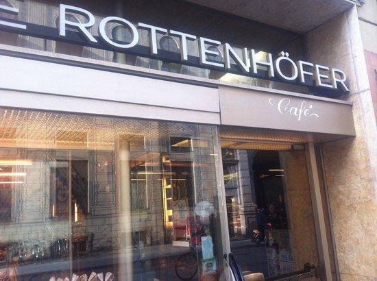 Café Rottenhöfer:                   la fachada de entrada del el negocio