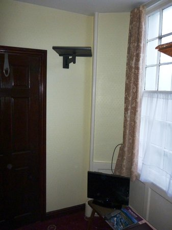 The George and Dragon:                   TV wall bracket................Why?