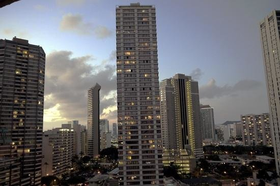 Aqua Palms Waikiki: Evening view from Rm 1125
