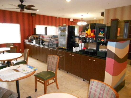 Baymont Inn & Suites Mankato: Breakfast Area