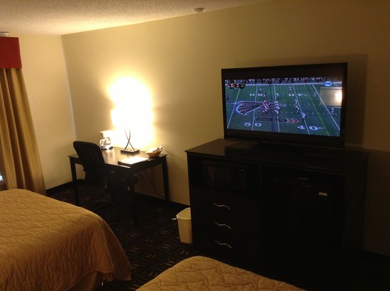 Baymont Inn & Suites Mankato: 50 Inches TV