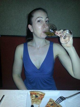 Echo : Me & wine & pizza