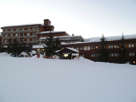Courcheneige:                   Hotel on the Bellecote slope in Courchevel 1850