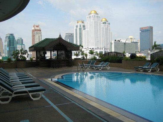 Ramada D MA Bangkok:                   Schöne gepflegte Poolanlage 8 Etage