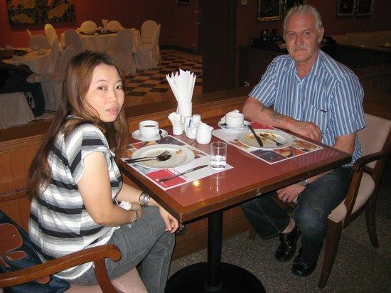 Ramada D MA Bangkok:                   Gemütliches Frühstück