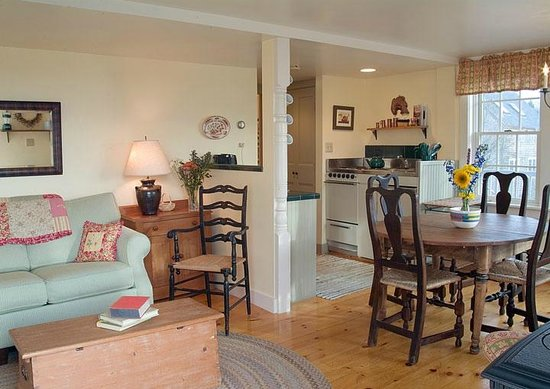 Pilgrim's Inn: Ginny's Cottage 2 is a one bed room cottage with views of the harbor