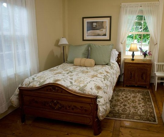 Pilgrim's Inn: Room 3 is a cozy room with one full bed on the first floor