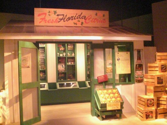 Tampa Bay History Center: Old fashioned Florida orange juice store