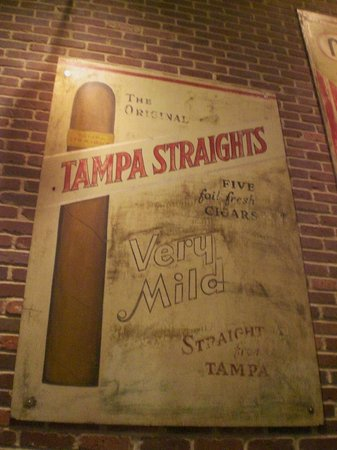 ‪‪Tampa Bay History Center‬: Old famous cigar sign‬