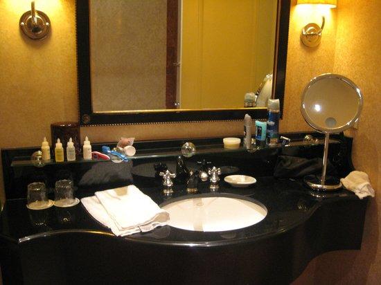 InterContinental Mark Hopkins San Francisco: The Bathroom