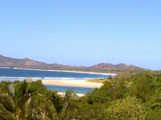 BEST WESTERN Tamarindo Vista Villas:                   vista desde la terraza de la piscina