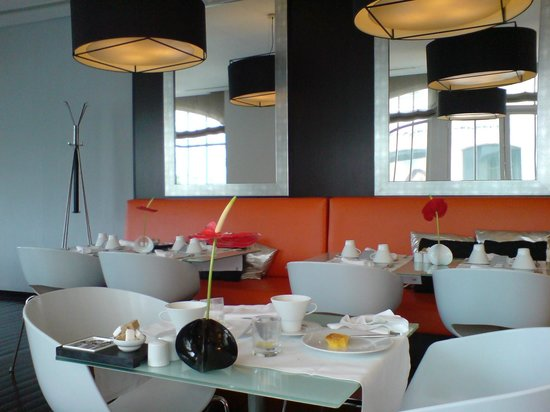 Internacional Design Hotel:                   Breakfast Area