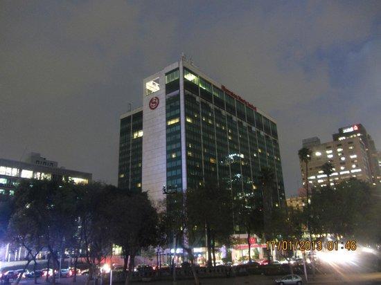Sheraton Mexico City Maria Isabel Hotel: Außenansicht bei Nacht