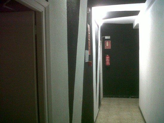 Esmeralda Beach Hotel: our hallway, interesting design
