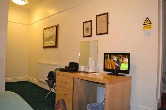 Hanover Hotel:                   Single room