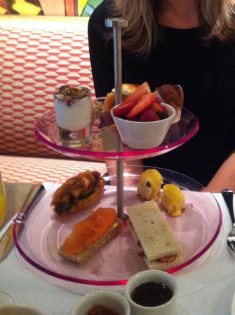 Oscar Restaurant & Bar:                   High Breakfast