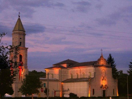 Montella, Italie:                   Complesso di sera