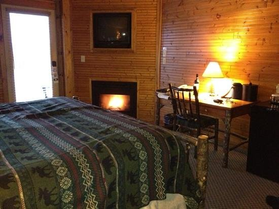Bristol Harbour Lodge & Golf Club : Cozy handicapped room #106