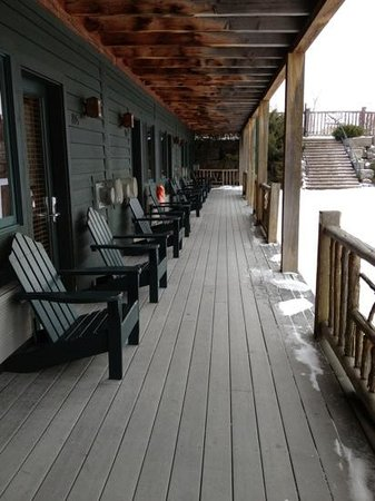 Bristol Harbour Lodge & Golf Club : Porch with stairs leading to pool and lodge area