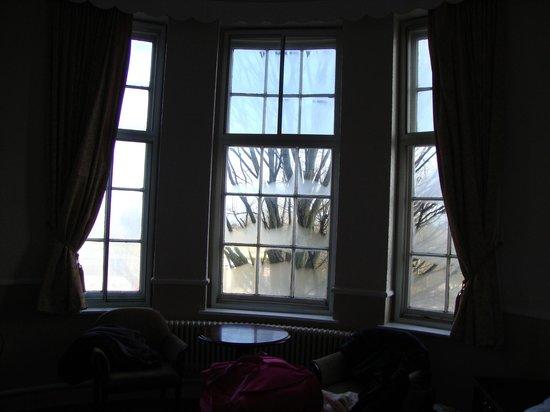 Station Hotel:                   Bay window