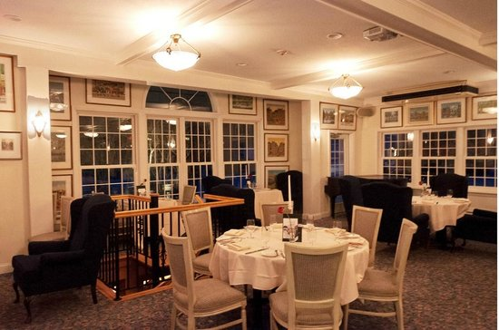 The Hermitage Inn: One view of a portion of the large dining room