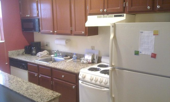 TownePlace Suites Gaithersburg : Kitchentte in the room