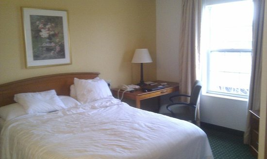TownePlace Suites Gaithersburg: The larger bedroom in a two-bedroom suite