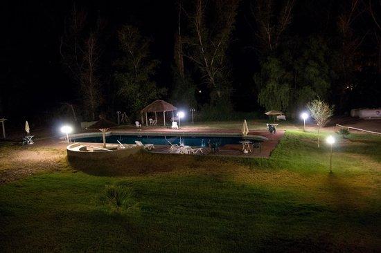 Hotel Pircas Negras:                   Pileta de noche