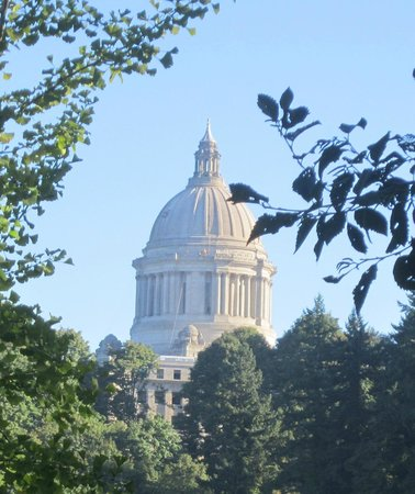 Hotel RL Olympia by Red Lion: The Olympia Capitol building ... good place to stop over in Wa.